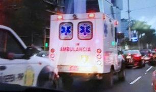 ¿Qué deben hacer los conductores ante la presencia de un vehículo en emergencia?