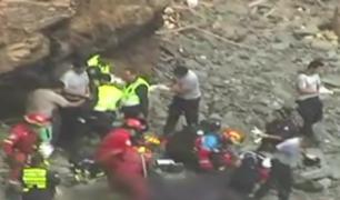 Pasamayo: bomberos rescatan 24 cuerpos tras la caída del bus