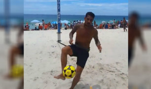 Paolo Guerrero entrena en playa de Brasil