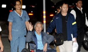 Alberto Fujimori llega a condominio de La Molina tras abandonar clínica