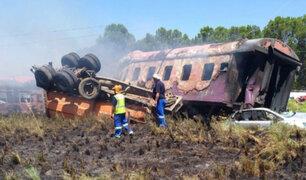 Sudáfrica: 18 muertos y 250 heridos deja accidente de tren