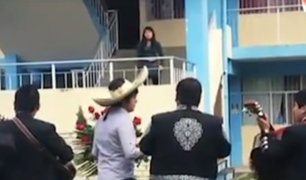 Cajamarca: joven lleva serenata buscando perdón pero es rechazado
