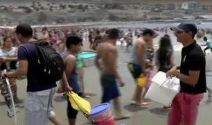 Chorrillos: venezolanos ofrecen sus productos en playa Agua Dulce