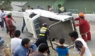 Rímac: camioneta se volcó en el Cerro San Cristóbal