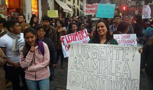 Ex candidata presidencial Verónika Mendoza marchó contra indulto a Fujimori