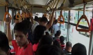 Limeños soportan más de 30 grados centígrados dentro de un transporte público
