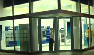 Los Olivos: asaltan conocida agencia bancaria y se llevan dinero de las ventanillas