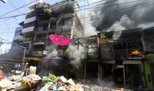 """Trujillo: cortocircuito habría originado incendio en centro comercial """"Tacorita"""""""