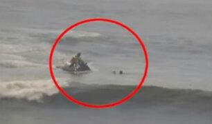 Barranca: salvavidas rescata a joven y su perro del mar