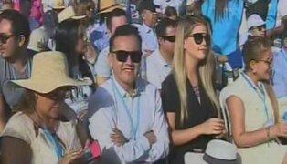 Brunella Horna y Richard Acuña acudieron a misa del papa Francisco en Trujillo