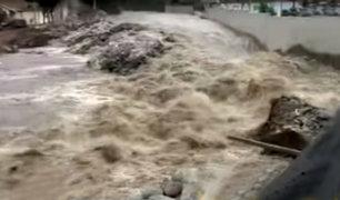 Chosica: poste de alumbrado público cae por aumento de caudal del río Rímac