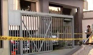 Surco: joven muere y mujer queda grave tras caer de un quinto piso