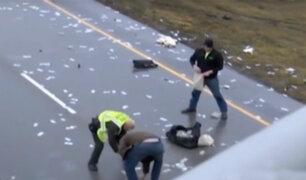 EEUU: accidente de tránsito deja parte de carretera cubierta de dinero