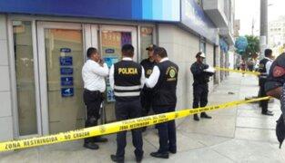 Ladrones fuertemente armados asaltan agencia bancaria en Breña