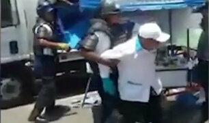 Indignante: usuarios denuncian maltratos de serenos a ambulantes