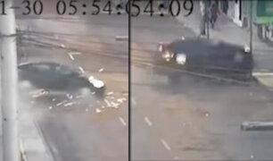 Los Olivos: investigan causas del despiste de automóvil en avenida Universitaria