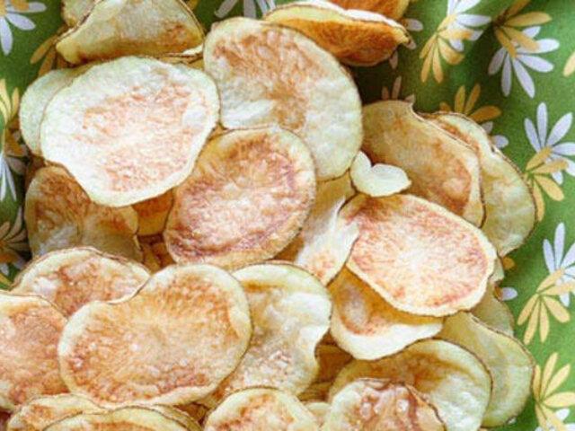 ¡Así puedes hacer tus propias papas fritas en el microondas y sin aceite!