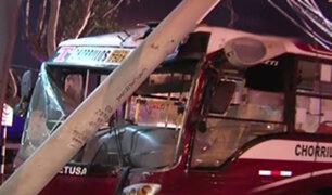San Isidro: bus choca contra poste y deja sin luz avenida Salaverry