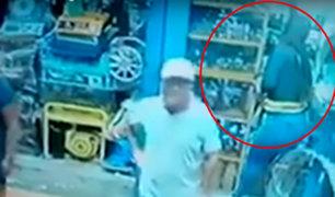 Cámara capta robo de celular a una trabajadora en mercado de Chimbote