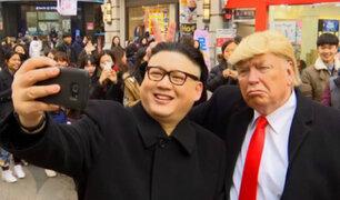Corea del Sur: dobles de Donald Trump y Kim Yong-Un pasean por las calles de Seúl