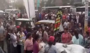 Ate Vitarte: vendedoras ambulantes se agarran a golpes por espacio en el mercado
