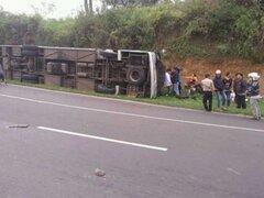 Al menos 27 muertos deja accidente de autobús en Indonesia