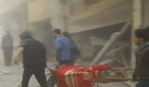 Siria: rescatan a bebé de edificio destruído por bombardeos