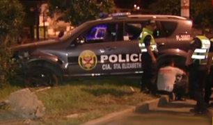 SJL: patrullero de la policía choca contra auto