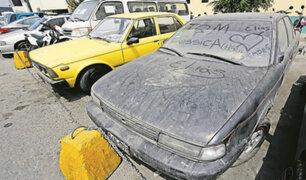 Autos abandonados en comisarías invaden vías y hasta parques públicos