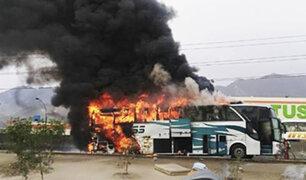 Independencia: bus interprovincial se incendió por falla mécanica en la Panamericana Norte