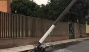SMP: choque contra poste de luz genera gran caos vehicular