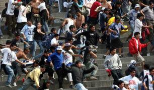 ¿Por qué el fútbol genera fanatismo y extrema violencia?, sociólogo explica el tema