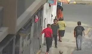 Cercado de Lima: ladrones de celulares fingen jugar fútbol para realizar robos