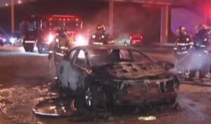 Dos vehículos se incendiaron en las calles limeñas