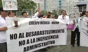 Médicos y trabajadores amenazan con huelga indefinida