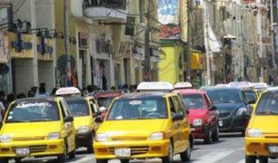 Conductores y peatones incumplen normas de tránsito