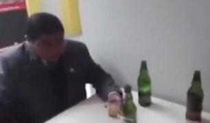 Puno: jefe de Red de Salud fue sorprendido tomando licor en horario de trabajo