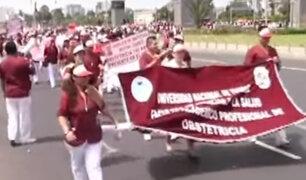 Marcha de obstetras: proyecto no las reconoce en profesión médica