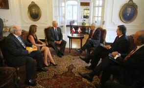 Presidente Kuczynski y Sebastián Piñera sostienen reunión bilateral