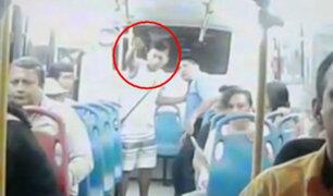 Sanguinarios y feroces: hampones hieren a policía y asaltan a pasajeros en bus