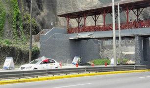 Barranco: peatones continúan usando puente dañado