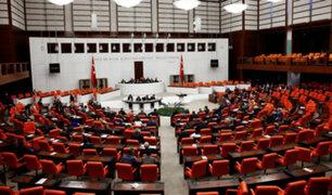 Turquía: aprueban ley electoral en medio de enfrentamientos entre parlamentarios