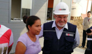 Evangelina Chamorro recibe nueva casa de manos del Ministro Bruce