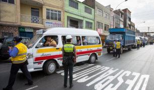 Combis y custers: deben miles de soles en papeletas y continúan circulando por las calles