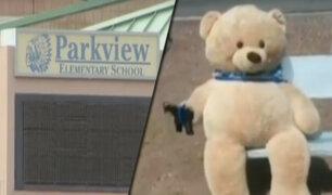 EEUU: oso de peluche con arma desata pánico en escuela