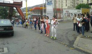 Venezuela: madres protestan con bebés en brazos por falta de vacunas