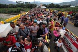 Piden restaurar democracia en Venezuela para detener éxodo