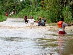 Río Huallaga se desborda e interrumpe carretera Huánuco-Lima