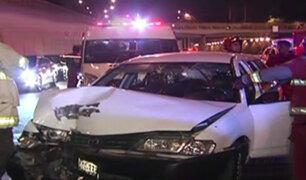 Cercado: taxista resulta herido tras chocar contra baranda de concreto