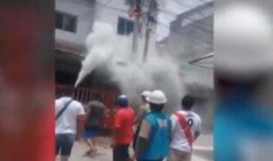 Tumbes: cortocircuito en poste de alumbrado público provoca incendio
